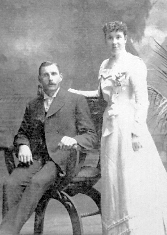 Formal portrait of Della and Joe Drinkwater.