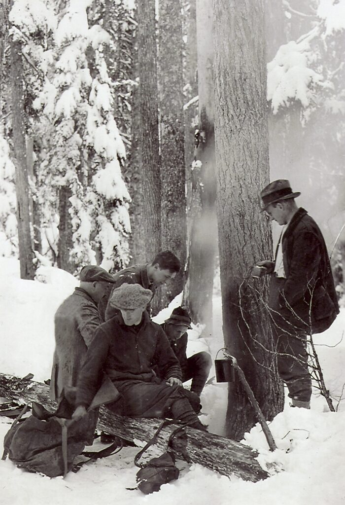 Stopping to make a brew on Mt. Becher 5 April 1926. Left to Right: Murray Mitchell, Fred Wood, Ian Ingles, Geoffrey Capes, Clinton Wood